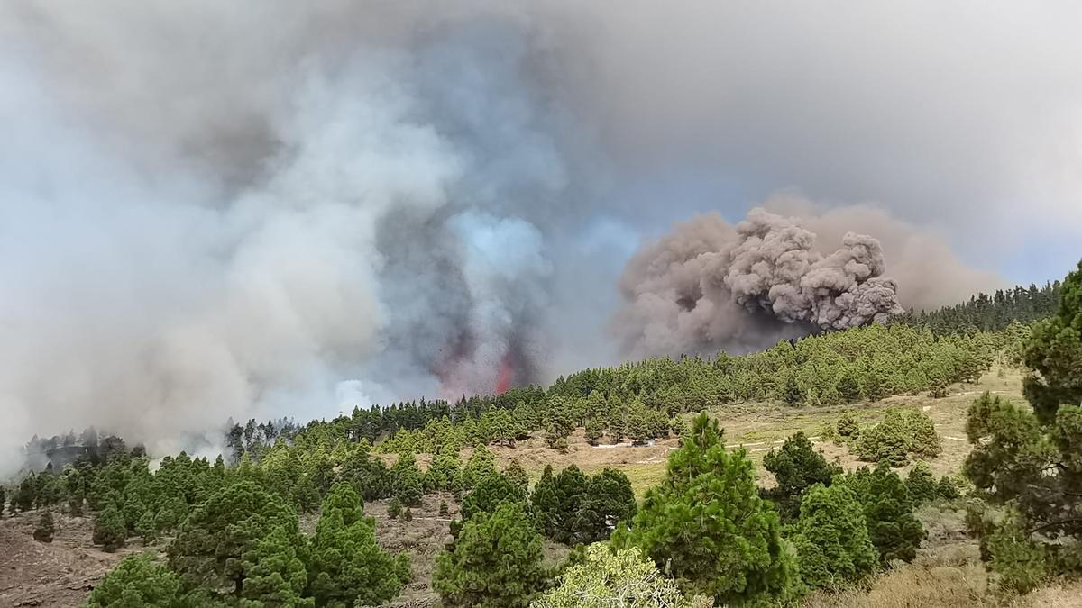 Momentos iniciales de la erupción en La Palma.