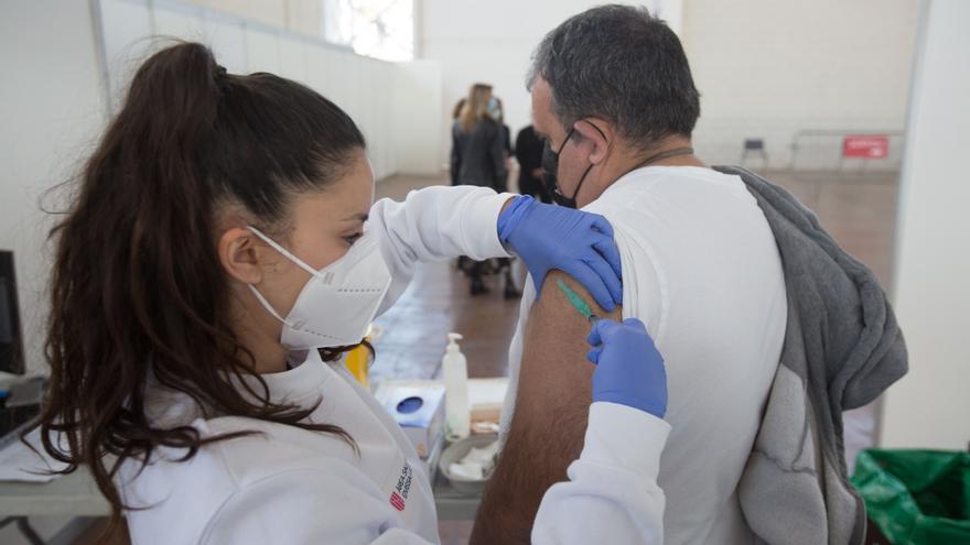 Salud suspende la segunda dosis de AstraZeneca a unas 1.100 personas en Ibiza y Formentera