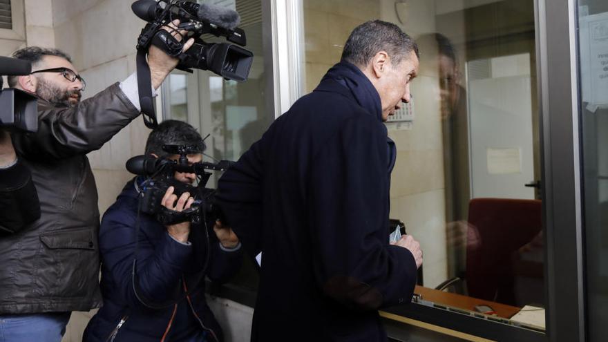 La Fiscalía pide que políticos corruptos entren en prisión con la pena mínima