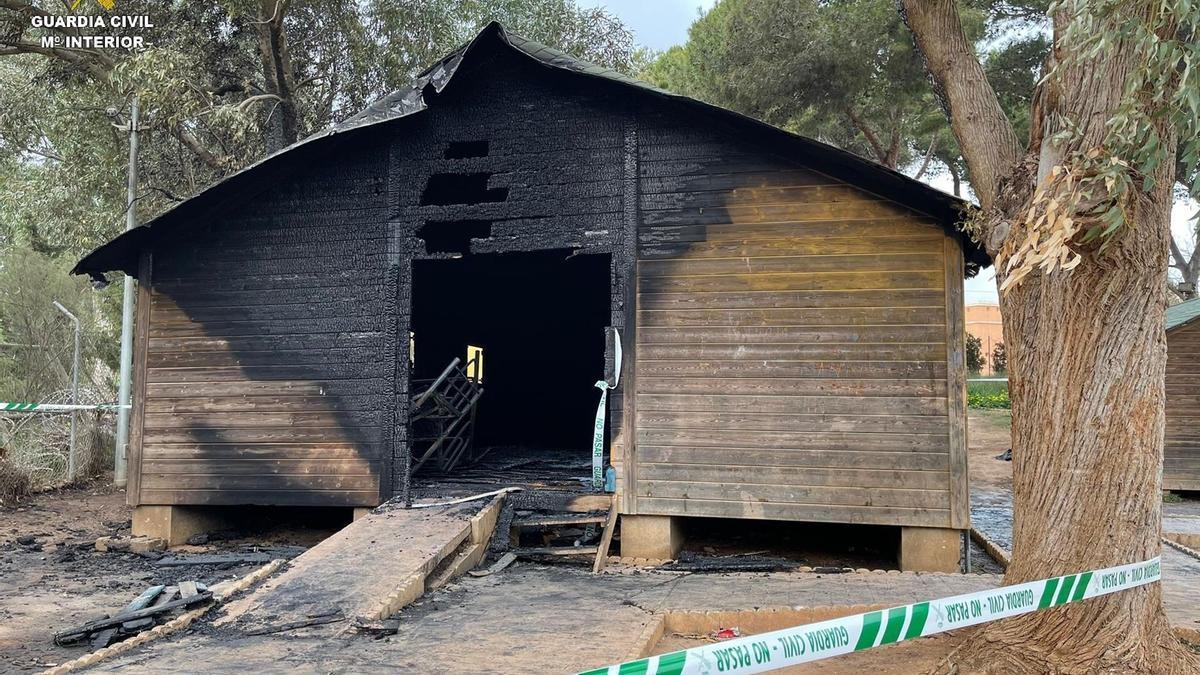 Así ha quedado la caseta incendiada del centro de menores de Melilla.