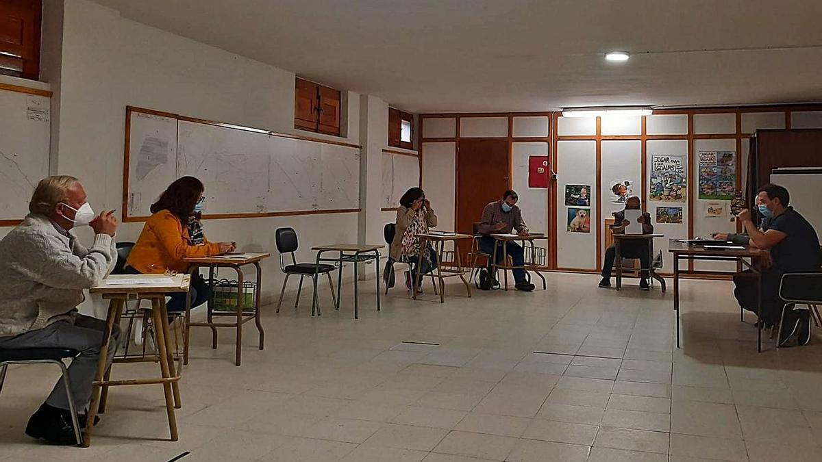 Miembros de la Corporación durante un pleno municipal presidido por el alcalde, Antonio Juárez. | Ch. S.