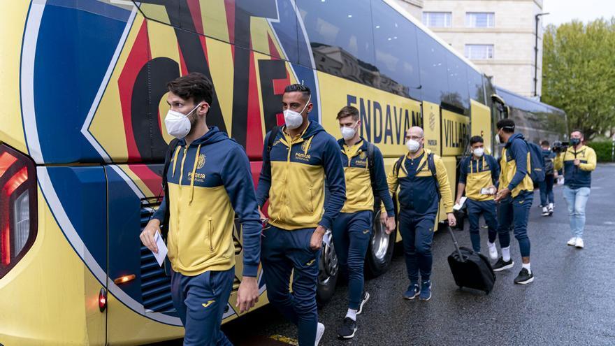 Llegada del Villarreal CF a Londres para medirse al Arsenal en semifinales de la Europa League