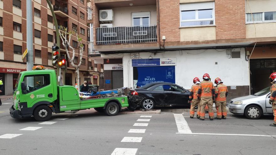 Aparatoso accidente en la avenida Burriana de Castelló
