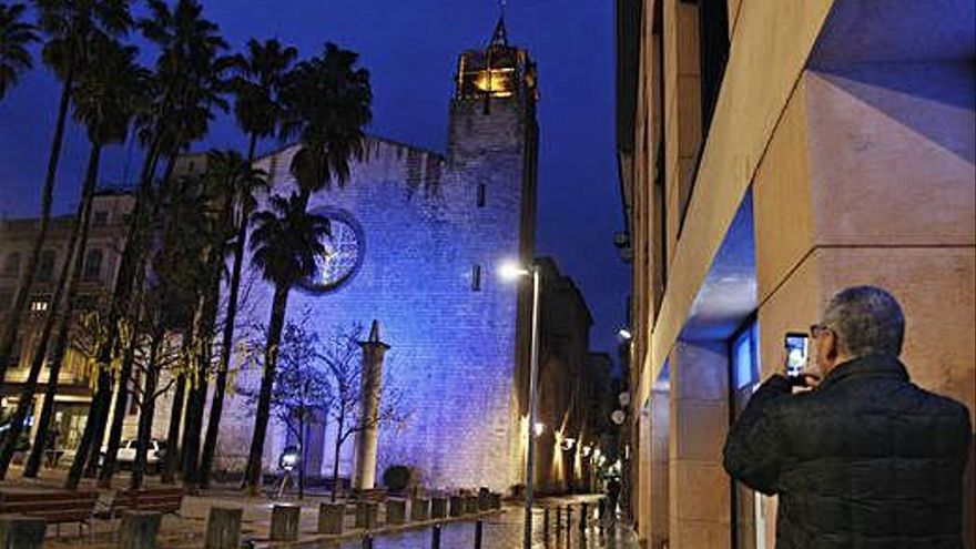 L'església de Sta. Susanna del Mercadal de Girona s'il·lumina de blau