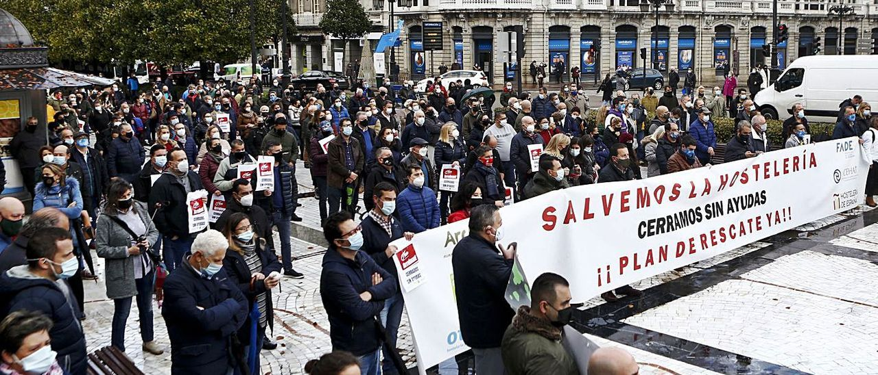Una protesta de hosteleros, el pasado diciembre en Oviedo. | Julián Rus