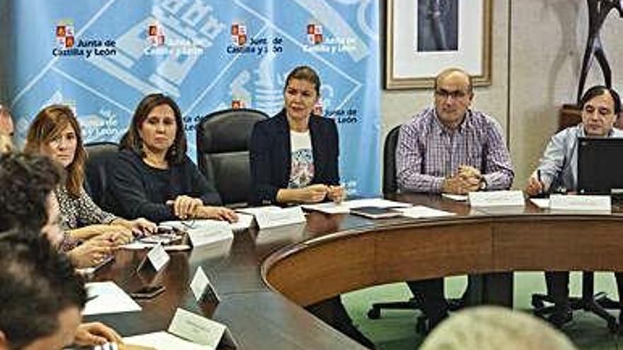 Reunión de coordinación celebrada ayer en la Junta.