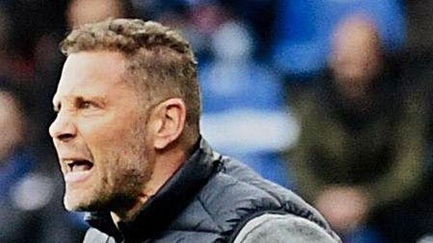 El Lugo despide a Curro Torres a seis jornadas para el final
