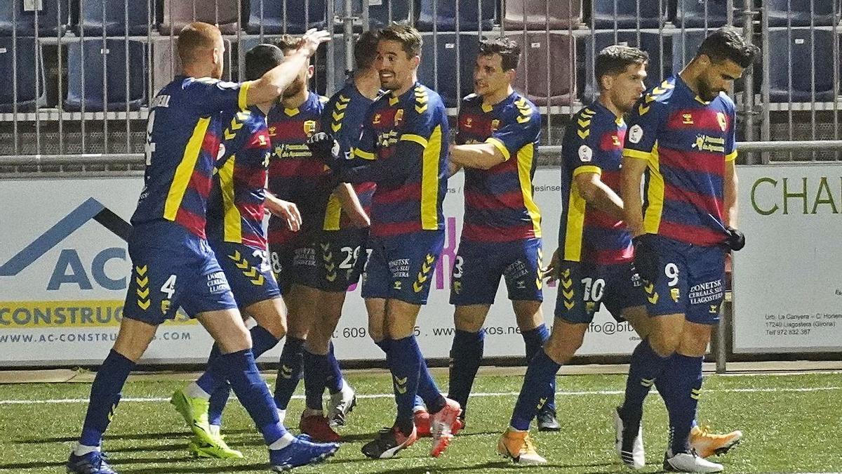 El Llagostera celebra un gol aquesta temporada al Municipal.   MARC MARTÍ