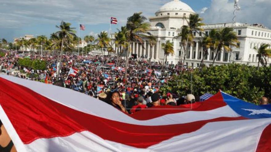 Bad Bunny llega a Gran Canaria en medio del escándalo en Puerto Rico