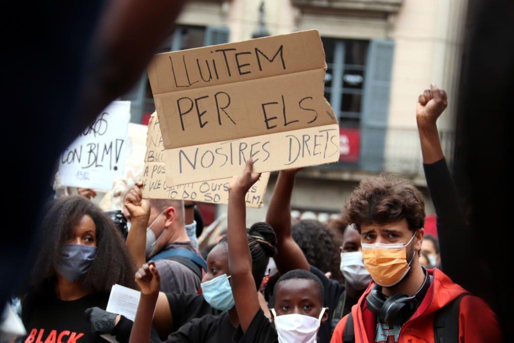 """Unes 3.000 persones es concentren a Barcelona """"contra el racisme i per les vides negres"""""""
