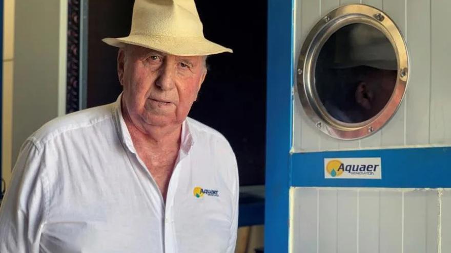 """Un vigués de 82 años consigue crear """"agua de la nada"""""""