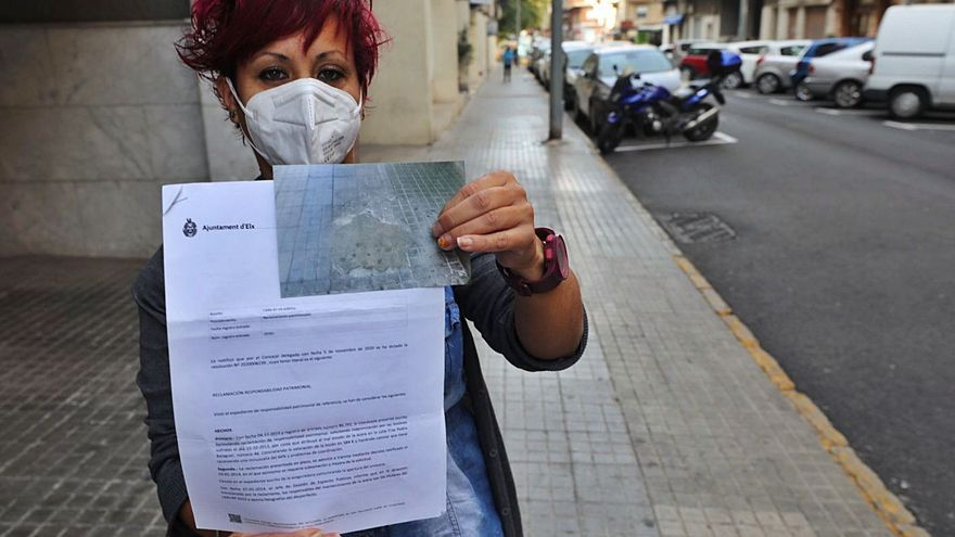 El Ayuntamiento de Elche tarda 7 años en denegar una reclamación por una caída en la acera
