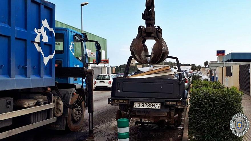 Sant Antoni retira 82 vehículos abandonados