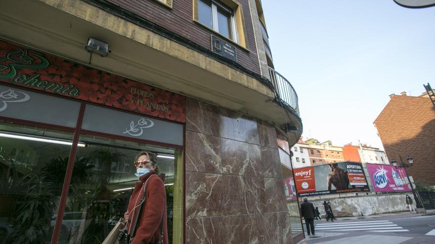 Las placas retiradas por franquistas vuelven a lucir en varias calles de Oviedo