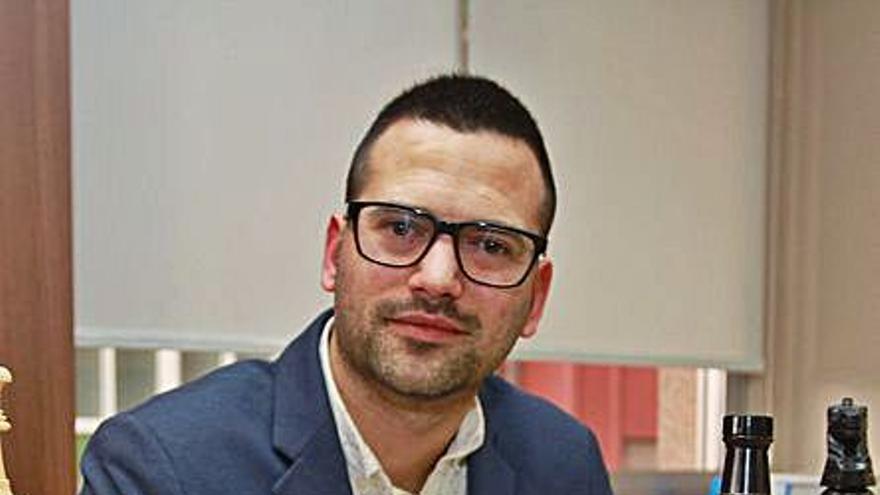 """La familia del abogado y ajedrecista detenido en Cuba dice que se encuentra """"tranquilo y bien"""""""