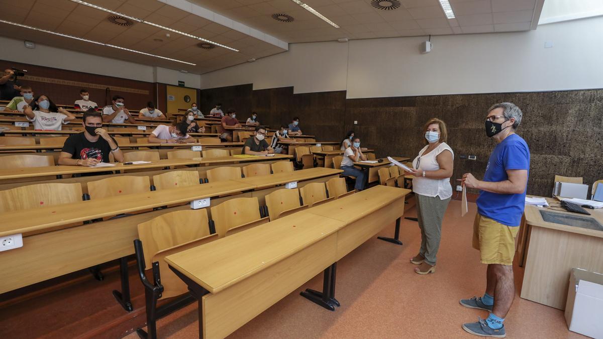 Entrega de exámenes de Selectividad 2020 en el campus de la Universidad Miguel Hernández.
