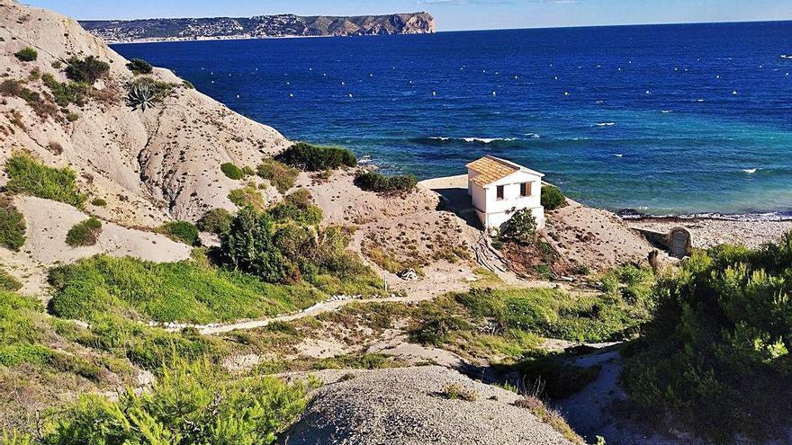 La baronesa de Torres-Torres derriba las obras ilegalizables de la cala Sardinera de Xàbia