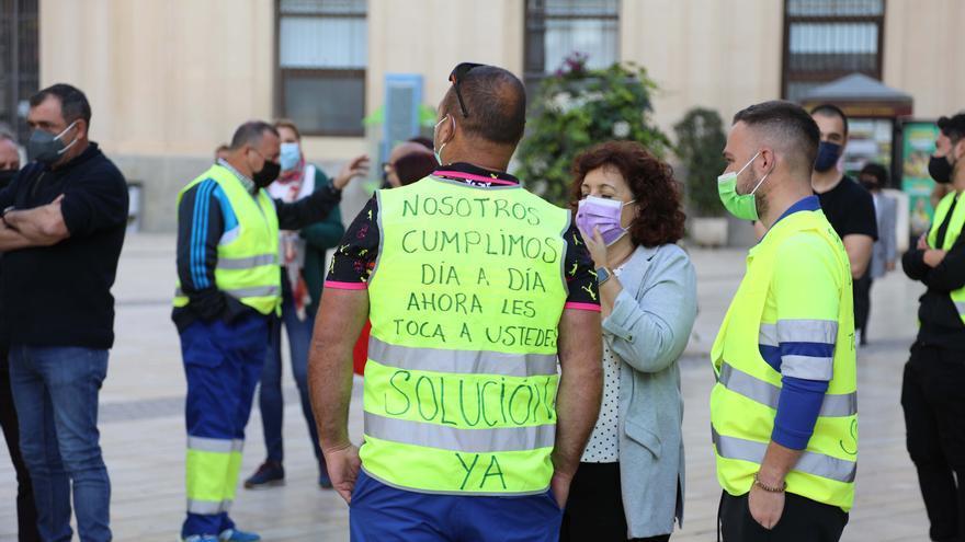 El Ayuntamiento se compromete a licitar el contrato del litoral en dos meses