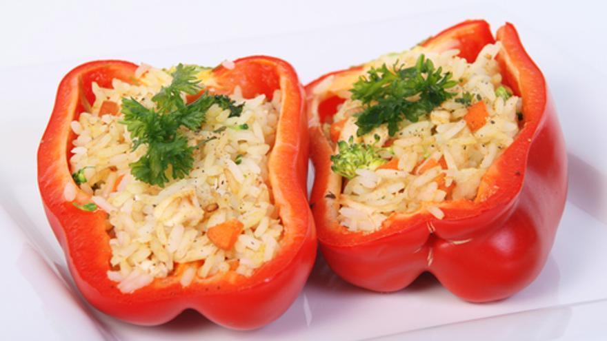 Pimientos rellenos de arroz y bacalao