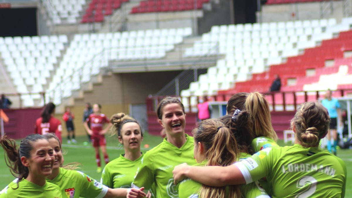 Las jugadoras del Santa Teresa festejan un gol.