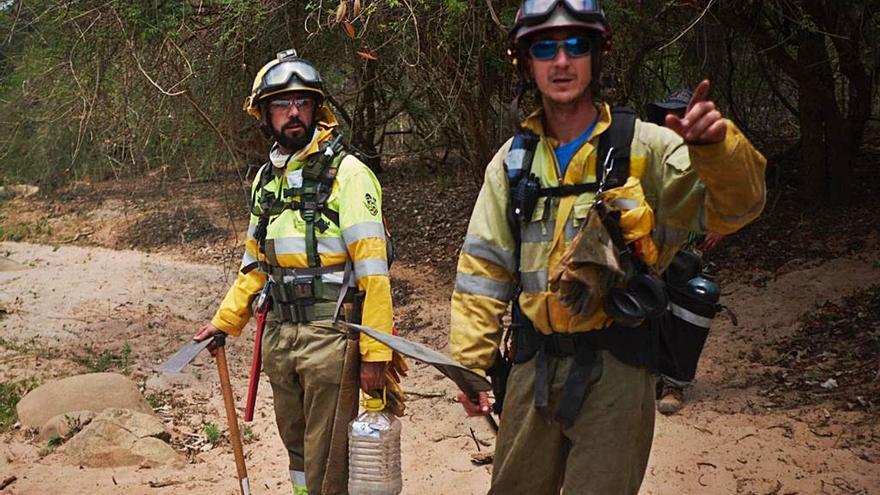 Un camión de bomberos contra los incendios en el amazonas boliviano