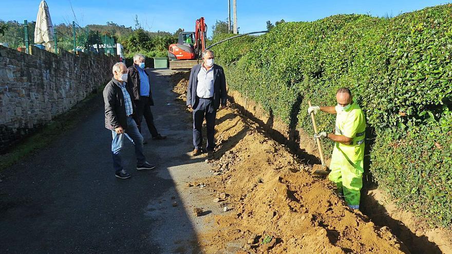A Laracha ejecuta obras para ampliar la red de agua en Coiro