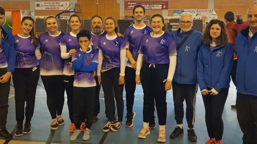 Almussafes se cuelga diez medallas en el torneo de tiro con arco