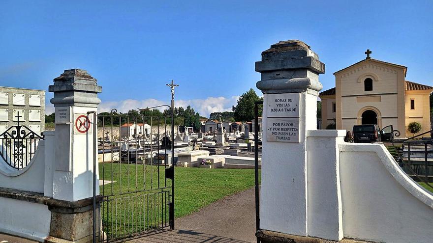 Llanes actualiza la norma funeraria del cementerio de la villa: prohibidos los animales y las fotografías
