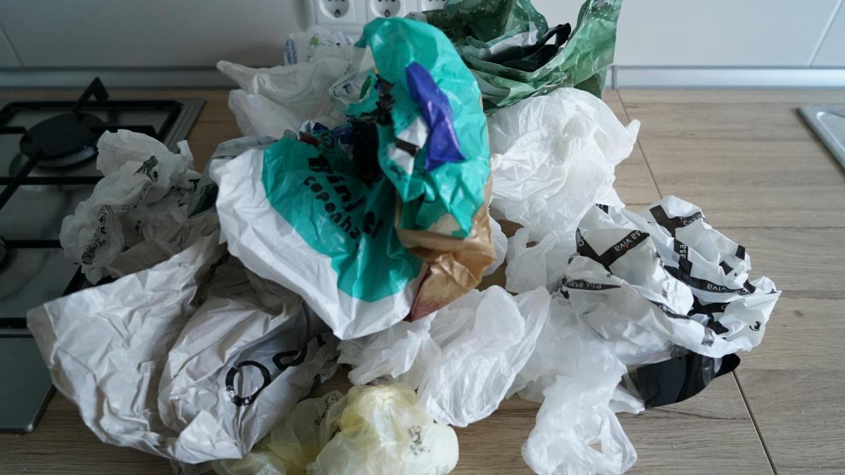 El Tribunal Constitucional avala que la Ley de Residuos prohíba las bolsas de plástico de un solo uso
