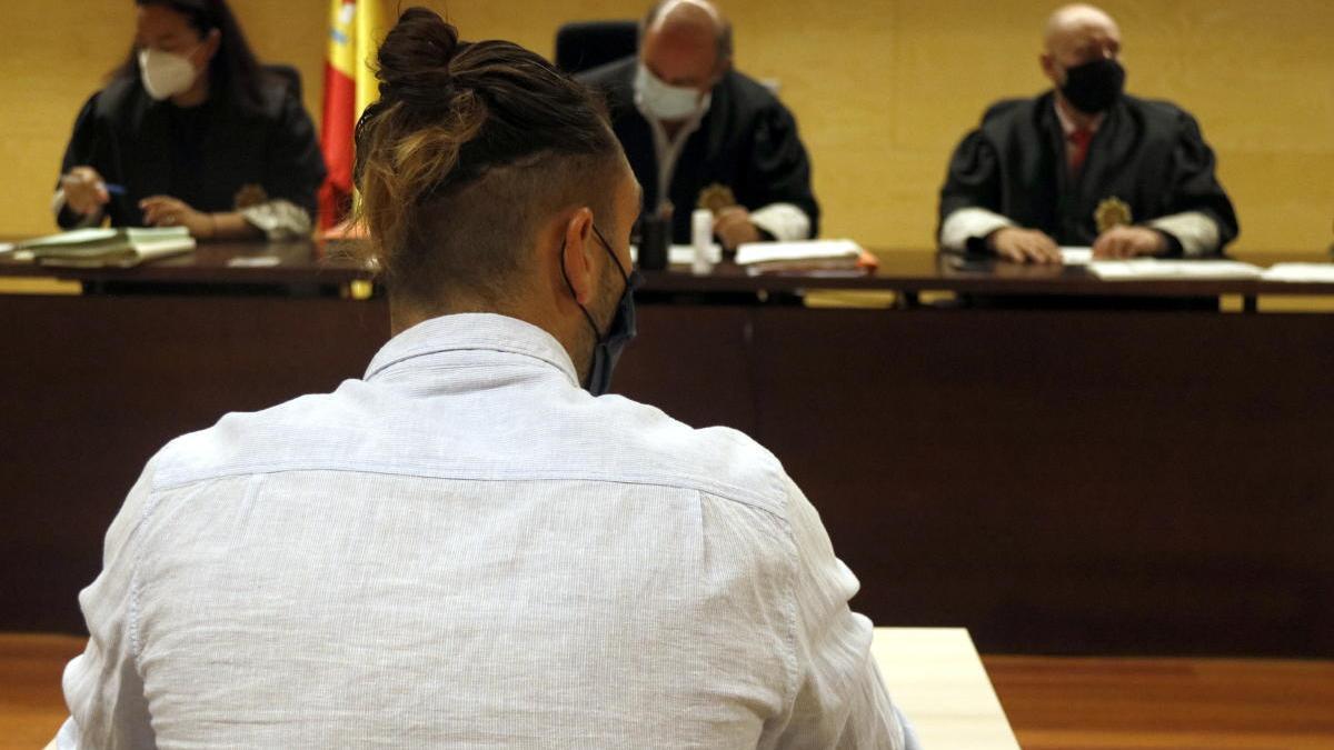 L'acusat d'abusar sexualment d'una menor en una cala de Calonge