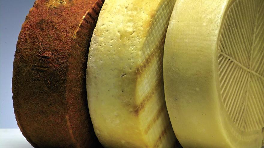 El Cabildo de La Palma habilita la central quesera de El Paso para 18 granjas de la isla
