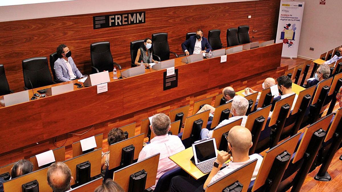 La consejera de Empresa, Valle Miguélez, presidió el acto de presentación de la OAP. | L.O.