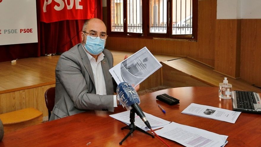 Rueda de prensa de Miguel López en la que cuestiona el modelo de gestión de la concesión sanitaria de Torrevieja