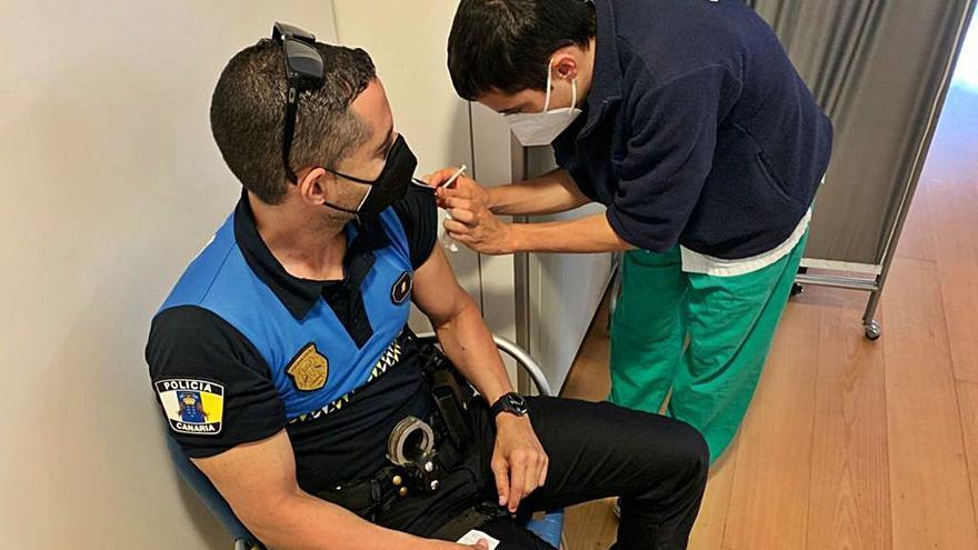 La Policía Local recibe la vacuna contra el Covid 19