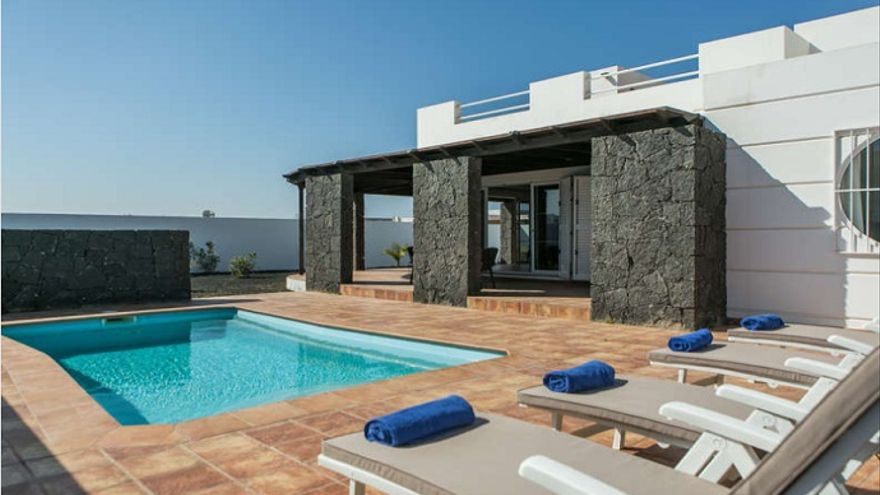Una casa con piscina en Yaiza, una excelente inversión en Lanzarote