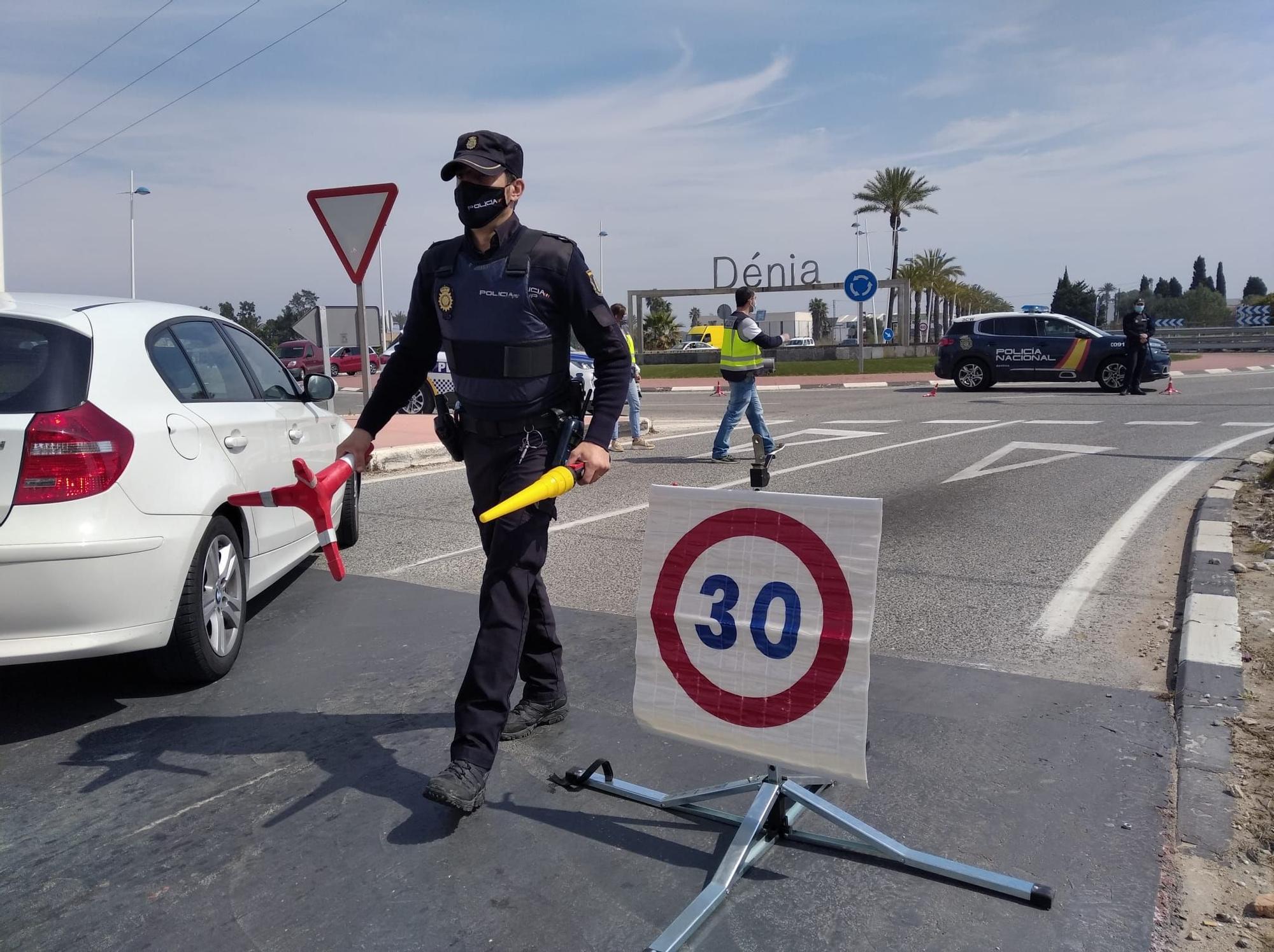 Controles de acceso en Dénia para evitar la llegada de turista de fuera de la Comunitat Valenciana