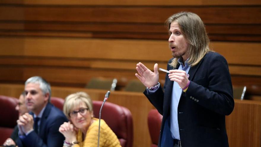 Pablo Fernández, durante una intervención en una sesión de un pleno de las Cortes.