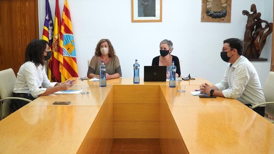 Armengol reconoce en Formentera la necesidad de acelerar el reglamento sobre transporte marítimo