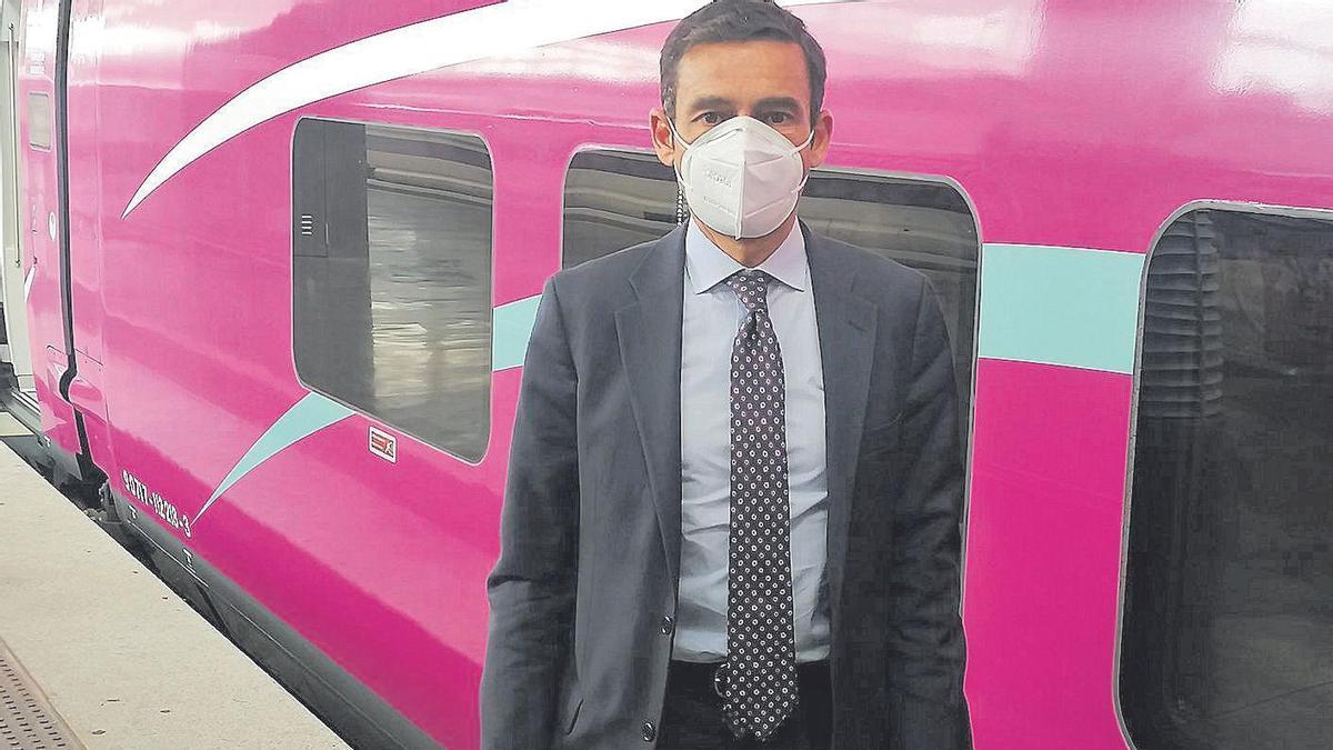 Francisco Prats, davant d'un tren Avlo dijous a l'estació madrilenya d'Atocha