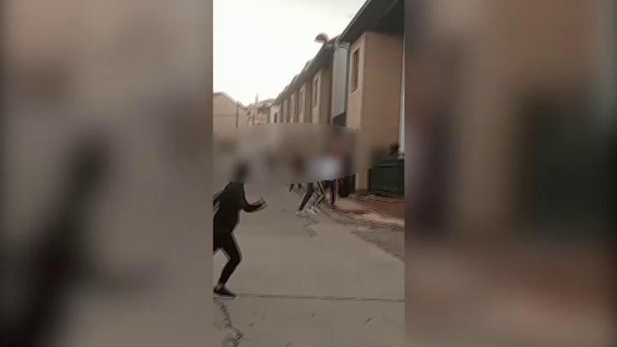 Multados por bailar en plena calle saltándose el confinamiento
