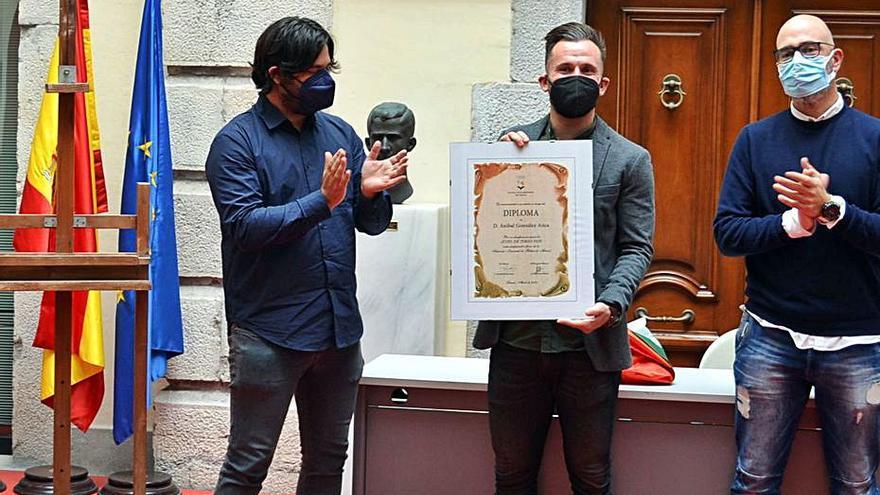 Llanes homenajea a Aníbal González, que acudirá a los Juegos de Tokio