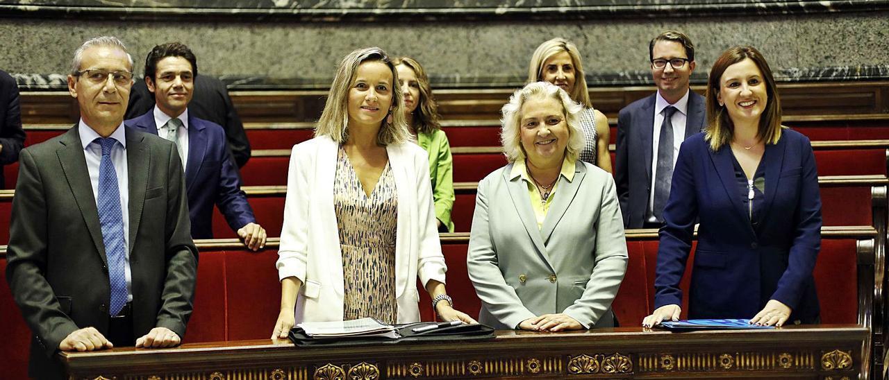 Integrantes del grupo popular en el Ayuntamiento de València.   LEVANTE-EMV