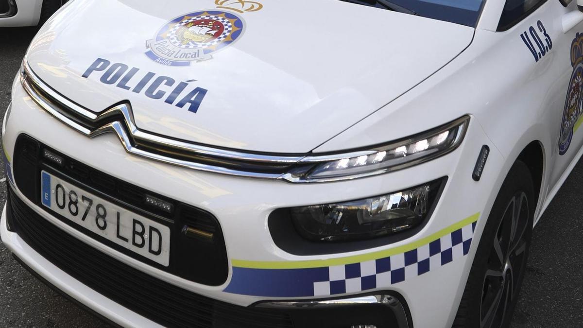 Un coche de la Policía Local de Avilés