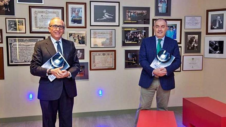 Los doctores Luis Fernández-Vega y José F. Alfonso publican un libro