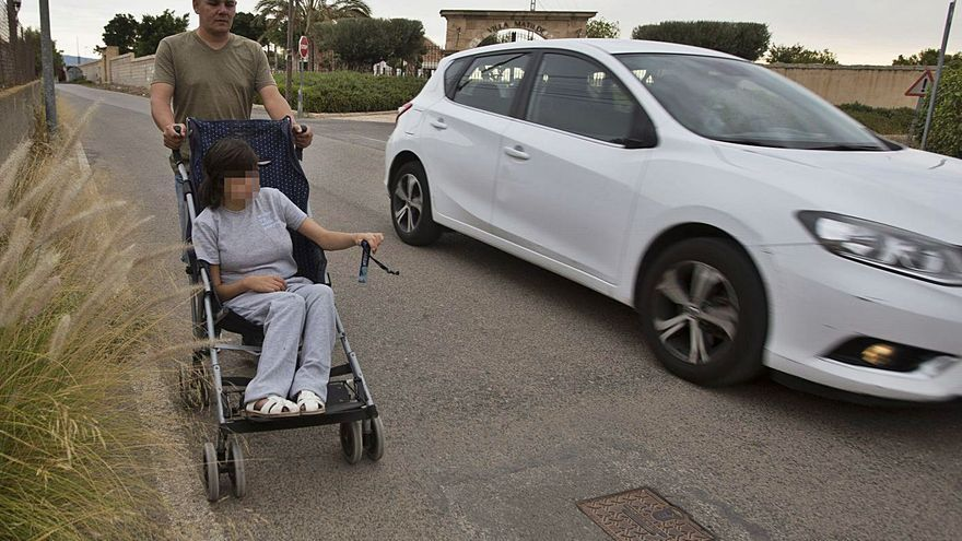 Una niña de 14 años    y un 77% de discapacidad no ha empezado el curso por falta de transporte