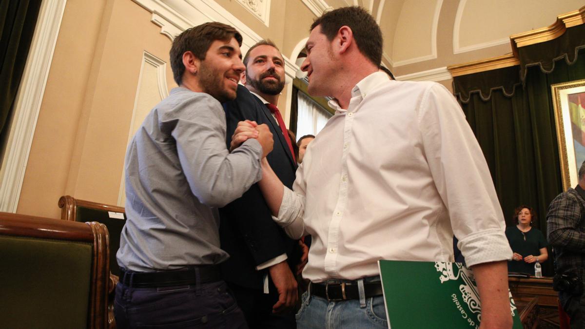 Navarro, portavoz de Podemos, junto al portavoz de Compromis, Ignasi Garcia, en una foto de archivo.