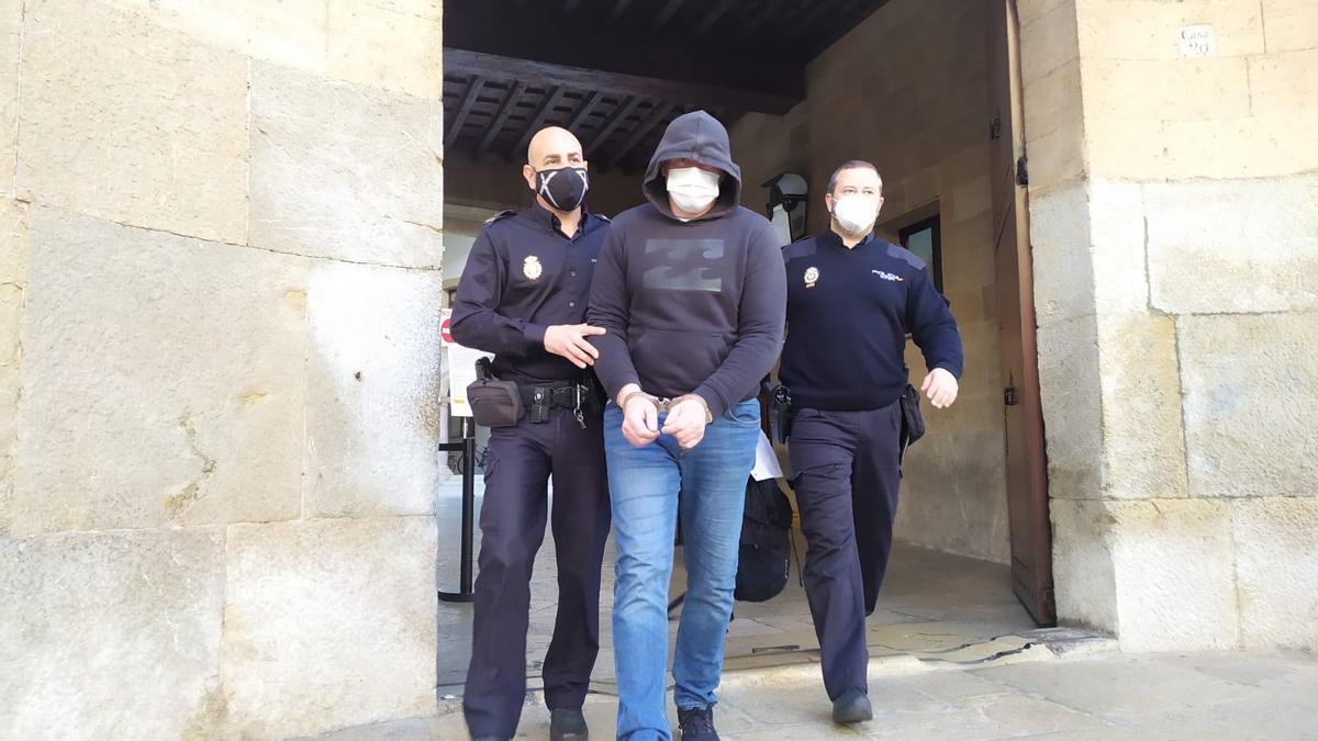 El acusado saliendo de la Audiencia Provincial de Palma