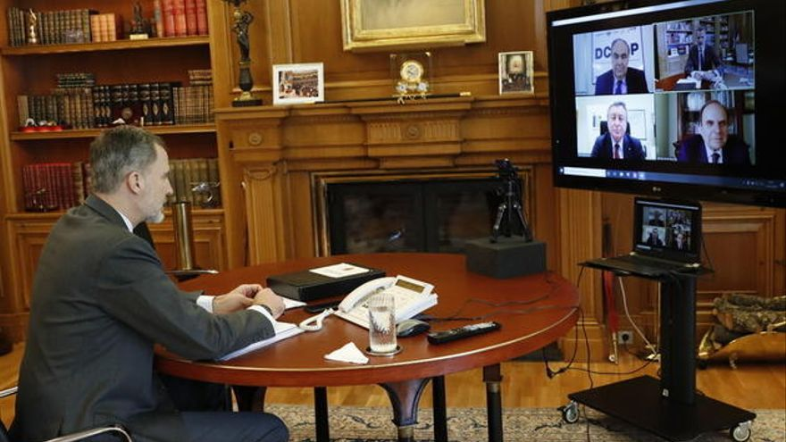 El Rey mantiene una videoconferencia con el grupo malagueño Dcoop