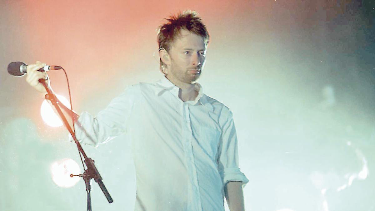 Thom Yorke, Radiohead. 2002.JPG
