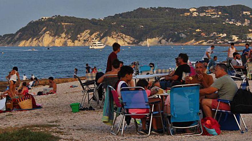 Xàbia se queda sin sus típicas cenas junto al mar de la Nit de Sant Joan